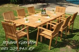 Meja Makan Garden
